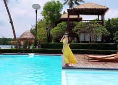 帕延岛蓝天度假村 - 拉廊 - 游泳池