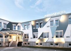 空军基地酒店 - Kalsdorf bei Graz - 建筑