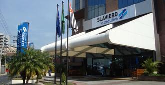 瓜鲁柳斯机场斯拉维耶罗精华酒店 - 瓜鲁柳斯 - 建筑