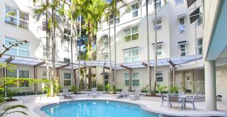 努萨绿宝石酒店 - 奴沙岬 - 游泳池