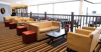 曼彻斯特机场皇冠假日酒店 - 曼彻斯特 - 休息厅