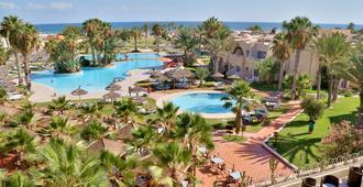 欢迎子午线酒店 - 米多恩 - 游泳池