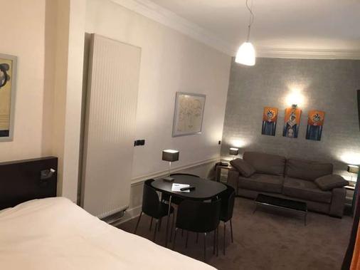 里昂巴黎酒店 - 里昂 - 睡房