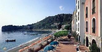 丽都地中海酒店 - 陶尔米纳 - 户外景观