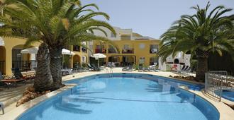 西莫公寓俱乐部酒店 - 卡拉米洛 - 游泳池