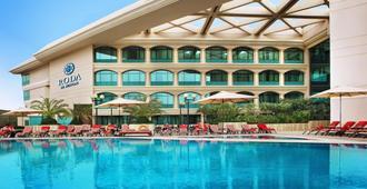 迪拜布斯坦罗塔娜酒店 - 迪拜 - 游泳池
