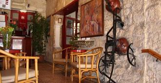 比纳莱斯传统餐厅酒店 - 帕福斯 - 大厅