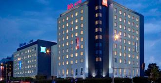 华沙雷杜塔宜必思酒店 - 华沙 - 建筑