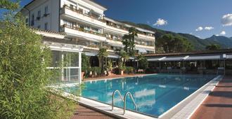 康乐度假村三角洲公园酒店 - 阿斯科纳 - 游泳池