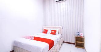OYO 1421 伊斯兰教卡斯马朗旅馆 - 雅加达 - 睡房