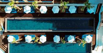 米提思夏宫酒店 - 卡达麦纳 - 游泳池