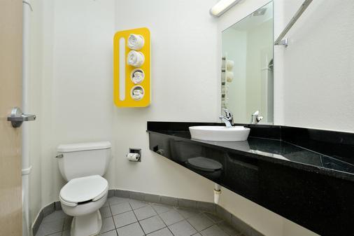 麦金尼6号汽车旅馆 - 麦金尼 - 浴室