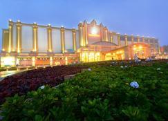 坦苏尔索克哈酒店 - 贡布 - 建筑
