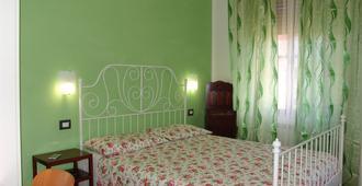 米奥索迪斯住宿加早餐旅馆 - 比萨 - 睡房