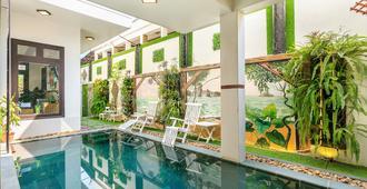 纳戈之屋别墅酒店 - 会安 - 游泳池