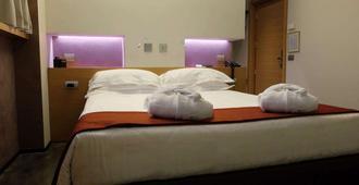 贝斯特韦斯特梅捷酒店 - 米兰 - 睡房