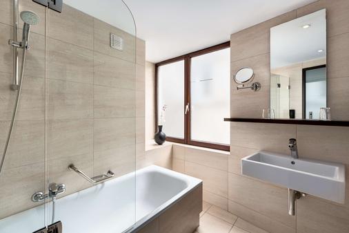 布鲁塞尔阿伦贝格大广场nh酒店 - 布鲁塞尔 - 浴室