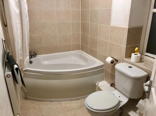 山丘旅馆 - 萨德伯里 - 浴室