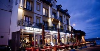 拉瓦雷酒店 - 迪纳尔