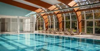 无忧宫温泉度假酒店 - 卡罗维发利 - 游泳池