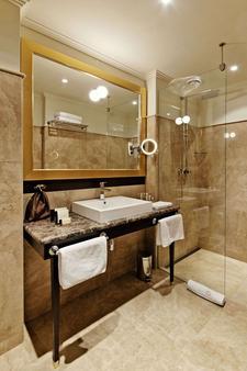 格兰迪萨豪华宫殿酒店 - 布尔诺 - 浴室
