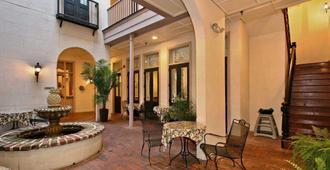 金丝庭院旅馆 - 查尔斯顿 - 露台