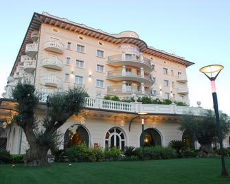 帕雷斯酒店 - 切尔维亚 - 建筑