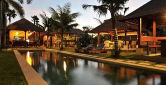 巴厘岛甘加公寓酒店 - 登巴萨 - 游泳池
