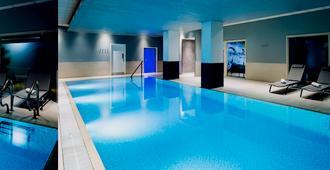 诺富特雷丁中心酒店 - 雷丁 - 游泳池