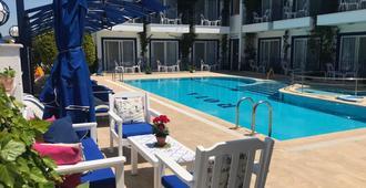 罗塔酒店 - 达利安 - 游泳池