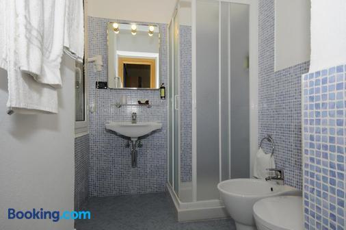 圣朱塞佩酒店 - 菲纳莱利古雷 - 浴室