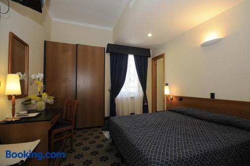圣朱塞佩酒店 - 菲纳莱利古雷 - 睡房