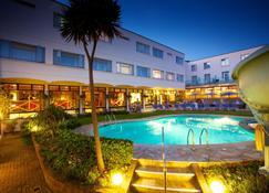 琥珀阿波罗酒店 - 圣赫利尔 - 游泳池