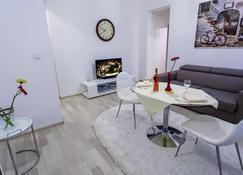 拉希姆雅西公寓 - 雅西 - 客厅