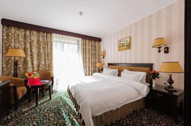 伦敦酒店 - 敖德萨 - 睡房