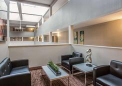 那什维尔机场优质套房酒店 - 纳什维尔 - 大厅