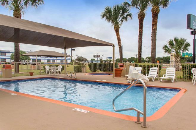 凯艺套房酒店-35号州际公路/近AT&T中心 - 圣安东尼奥 - 游泳池