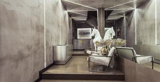 安朵美达市中心套房酒店 - 雅典