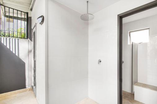 努萨海德兹哈斯廷法国度假胜地努萨海滩公寓 - 奴沙岬 - 浴室