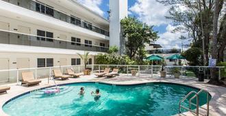 普瑞米尔酒店 - 劳德代尔堡 - 游泳池