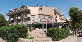 但丁马里斯俱乐部酒店 - 马尔马里斯 - 建筑