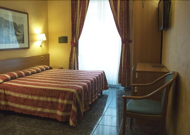 克拉拉多莫斯酒店 - 罗马 - 睡房