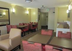弗里蒙特大道南弗里蒙特公寓式酒店 - 弗里蒙特 - 餐馆