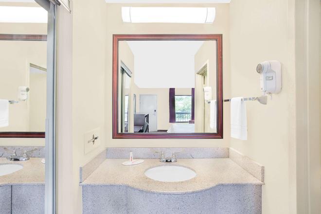 格林维尔贝蒙特套房酒店 - 格林维尔 - 浴室