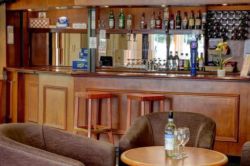 雷丁贝斯特韦斯特修尔酒店 - 雷丁 - 酒吧