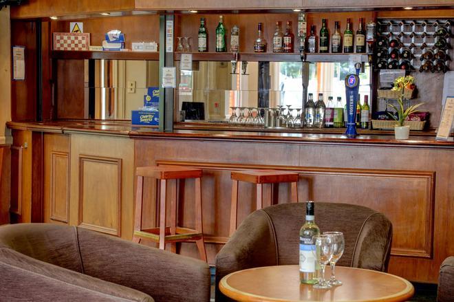 瑞丁贝斯特韦斯特定留酒店 - 雷丁 - 酒吧