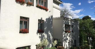 杜莫夫玛戴莎亚娜膳食公寓酒店 - 布拉格 - 建筑