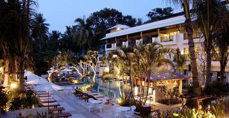 卡伦海滩地平线温泉度假酒店 - 卡伦海滩