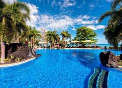 萨摩亚海滩喜来登度假村 - Faleolo - 游泳池