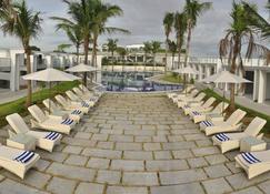 马马拉普拉姆spa中心及大湾度假酒店 - 马哈巴利普拉姆 - 露台